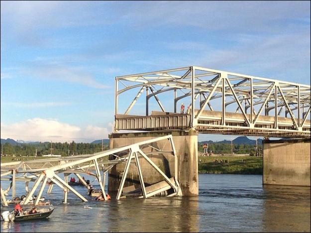 130524_i5_bridge_collapse_660